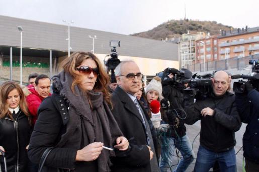 Margalida Garau, junto a su abogado en la sede judicial de La Seu d''Urgell el pasado jueves.