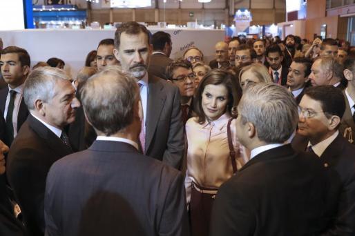 Los Reyes Felipe y Letizia, en el stand de Turquía, durante la inauguración de la trigésimo séptima edición de la Feria Internacional del Turismo (FITUR) en Madrid.