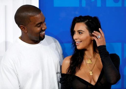 Imagen de archivo de la popular Kim Kardashian junto a su marido Kanye West en un acto social el pasado octubre.