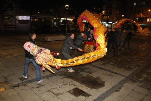 Uno de los ensayos del baile del dragón.