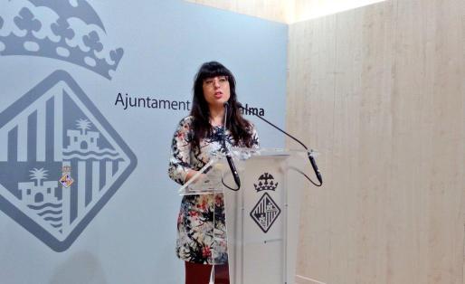 En la imagen, la Coordinadora de Cultura, Noemí Garcies, anunciando los Premis Ciutat de Palma 2016.