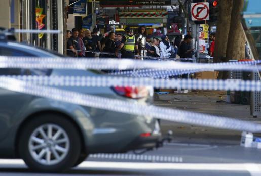 Cordón policial cerca de donde quedó empotrado el vehículo, en el centro de la ciudad australiana.