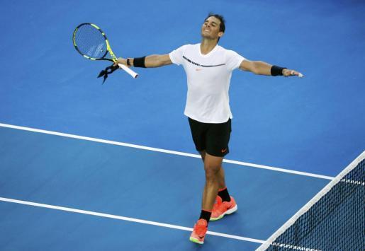 El español Rafael Nadal celebra su victoria ante el alemán Alexander Zverev.