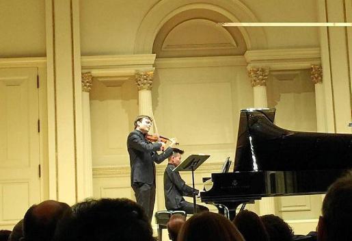 Francisco Fullana, al violín, durante su actuación en el Carnegie Hall.