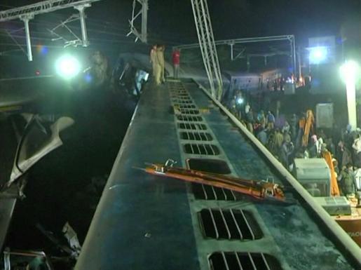 El descarrilamiento de un tren en la India ha dejado este domingo al menos 29 muertos.