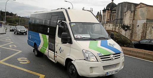 Un autobús de la línea 9 de la EMT. Una de las líneas con menos pasajeros