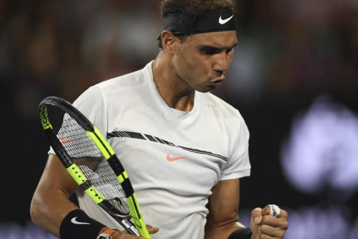 El tenista Rafael Nadal celebra un punto ganado ante el galo Gael Monfils en el Abierto de Australia de tenis.