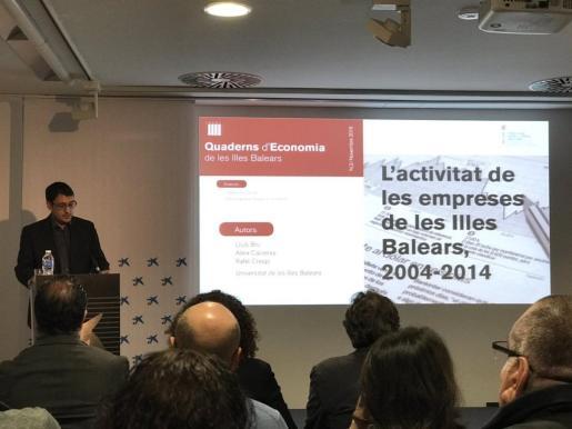 El conseller Iago Negueruela durante la presentación de los 'Quaderns d'Economia'.