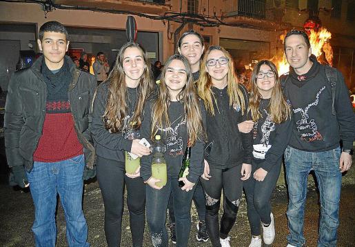 Bilal Boudlali, Cristina Frau, Coloma Ribot, Cris Campins, Nuria Jiménez, Joana Maria Navarro y Biel Riera.