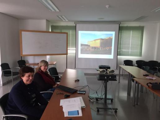 La gerente Catalina Vadell y la directora de Recursos Humanos, Joana Maria Vidal explicaron los datos del Hospital de Manacor.