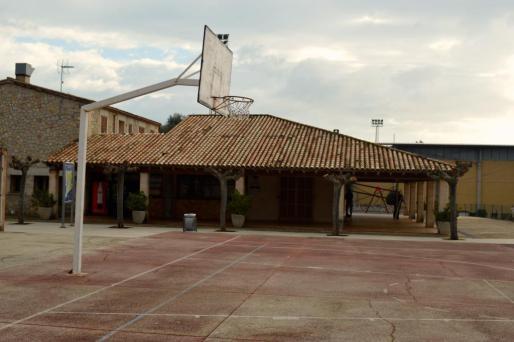 Vista de las instalaciones del bar del bar del polideportivo de Pollença.