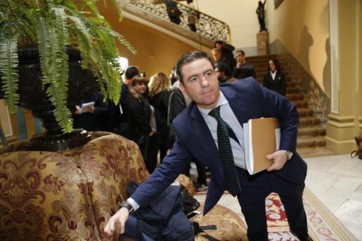 El representante popular en la Mesa del Parlament, Miquel Jerez, durante la jornada en la que se confirmó el relevo de Huertas al frente de la Cámara.