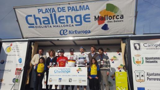 Podio con los primeros clasificados del trofeo Porreres-Felanitx-Ses Salines-Campos, la jornada inaugural de la XXVI Playa de Palma Challenge Ciclista Mallorca.