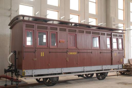 Un antiguo vagón de tren recuperado por la Associació Amics del Ferrocarril de les Illes Balears.