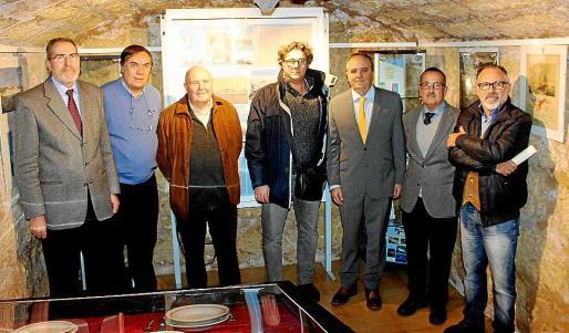 Juan Ramis, Jesús Oliver, Laureano García, Lorenzo Picornell, el responsable de Relaciones Institucionales, Antoni Mercant; el director del Museo de San Carlos, Jaume Sastre, y Antonio Pérez.