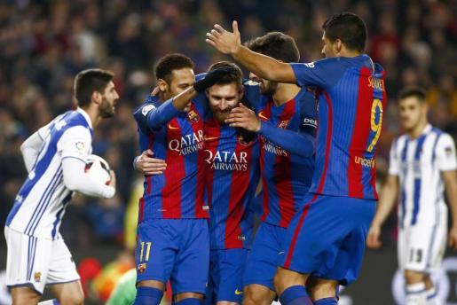 El delantero argentino del FC Barcelona Leo Messi celebra su gol, segundo del equipo frente a la Real Sociedad.
