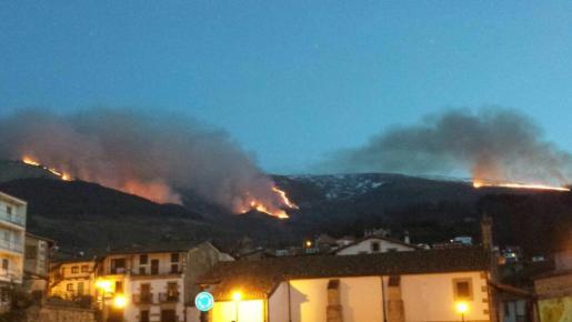 Imagen del pasado miércoles del incendio en la Sierra de Béjar.