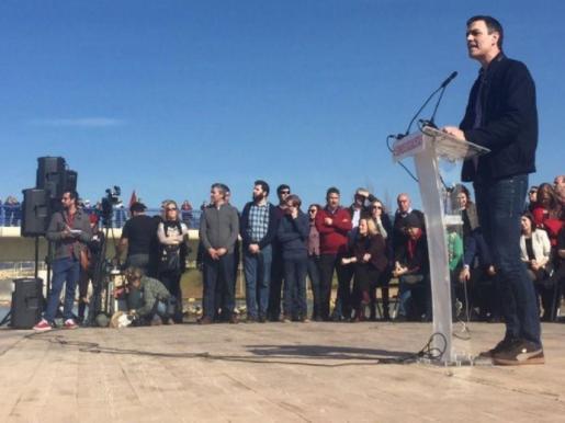 En un acto con militantes que ha reunido en Dos Hermanas (Sevilla) a más de 1.500 simpatizantes, según la organización, Sánchez ha dicho a los militantes que «será un orgullo» liderar su «causa» para dar una «lección de libertad y autonomía política».