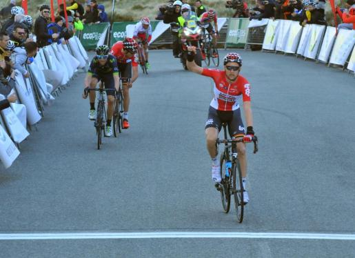 Tim Wellens celebra su victoria en la etapa de la Challenge Ciclista Mallorca.