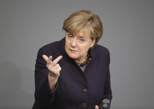 Merkel «está convencida de que la guerra decidida contra el terrorismo no justifica que se coloque bajo sospecha generalizada a personas en función de una determinada procedencia o religión».