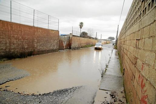 El Camí Nou se inunda cuando llueve, como ocurrió la semana pasada.