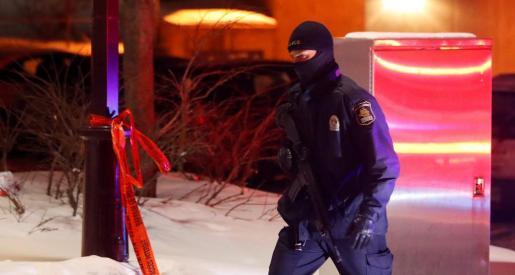 Un policía, en la zona donde tuvo lugar el ataque.