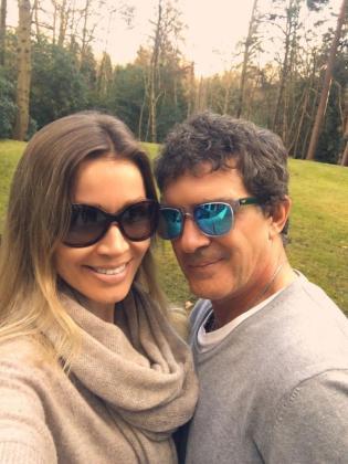 """El actor malagueño ha colgado en las redes sociales una foto junto a su pareja donde dice disfrutar de la naturaleza """"tras un pequeño susto""""."""