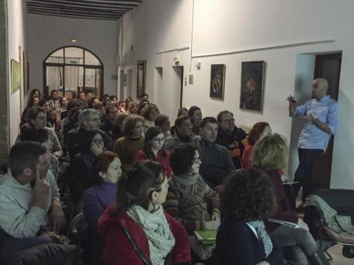 El curso de 'Mindfulness' está dirigido por el psicólogo e investigador de la Universitat de les Illes Balears (UIB) José Luis-Reig.