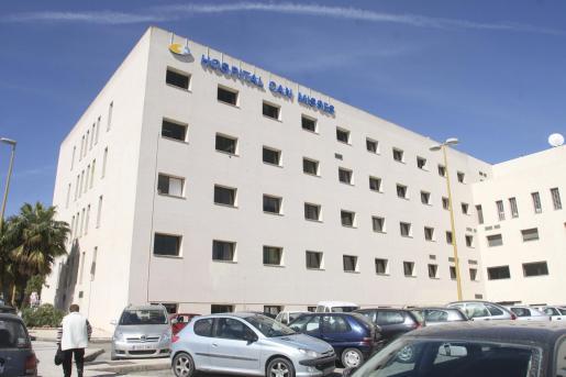 El centro desempeña funciones de hospital comarcal con servicios reforzados dada la insularidad.
