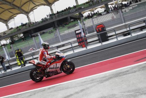 El piloto español, en los ensayos oficiales de pretemporada en el circuito de Sepang en Kuala Lumpur (Malasia).