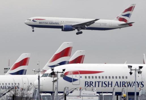LONDRES. COMPAÑIAS AEREAS. Aviones de la compañia aérea British Airways en el aeropuerto de Heathrow.