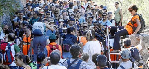 En octubre de 2009, cientos de personas saltaron la valla de Ternelles, en una marcha reivindicativa de Pro Camins Públics.