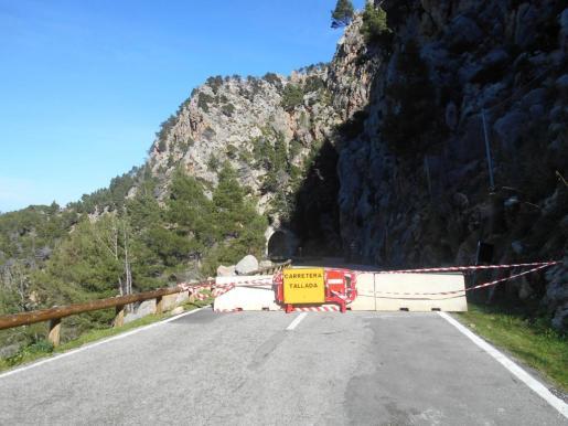 Tras la temporada turística se procederá a la completa rehabilitación del túnel afectado por los desprendimientos.