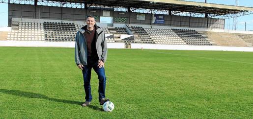 El regidor Gori Ferrà mostró este martes el nuevo terreno, que se estrenará el sábado con un partido de fútbol.