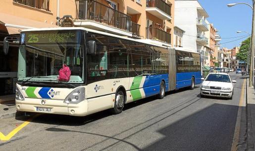 La discusión se inició en una parada situada en la calle Trasimé, en El Arenal.
