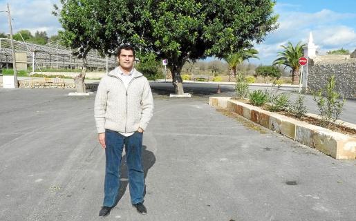 El alcalde, Antoni Mulet, en la zona de estacionamiento.