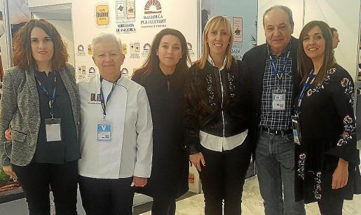 Marina Vera, Margalida Alemany, Antònia Maria Torres, Catalina Soler, Antoni Bennàssar y Susana Baldó.