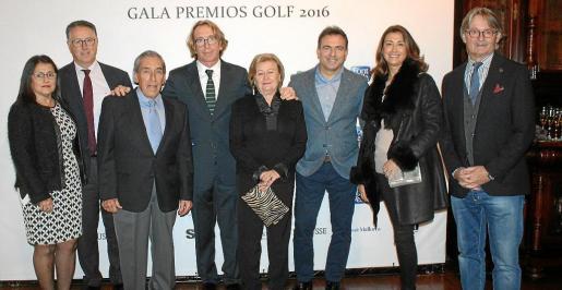 Carmen Gil, Carlos González -presidente del Club de Golf Son Vida-, Pedro Iriondo, Bernardí Jaume, Magdalena Pérez, Manuel Pérez, director de Marketing de Air Europa, Isabel Marcelo y Monti Galmés.
