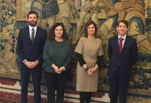 En la imagen, la Consellera de Presidència, Pilar Costa, junto a la secretaria de Estado de Justicia, Carmen Sánchez-Cortés.