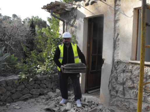 El alcalde de Deià, Jaume Crespí, ha colaborado en los preparativos para la demolición de las casas.