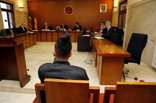 El acusado, de 19 años, durante el juicio celebrado en la Audiencia Provincial.