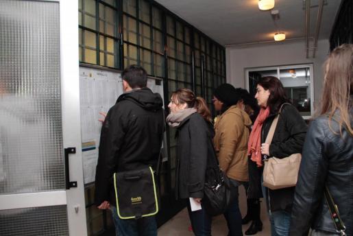 Miles de personas estaban inscritas para presentarse en las pruebas de catalán.