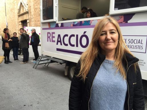 La directora de IB-Dona, Rosa Cursach, ha asistido a la primera parada de la caravana del Pacto Social contra las Violencias Machistas.