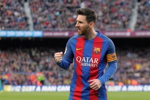 El delantero argentino del FC Barcelona Lionel Messi celebra su gol ante el Athletic, el segundo del equipo, durante el partido de la vigésima primera jornada de Liga que disputan en el estadio Camp Nou de Barcelona.