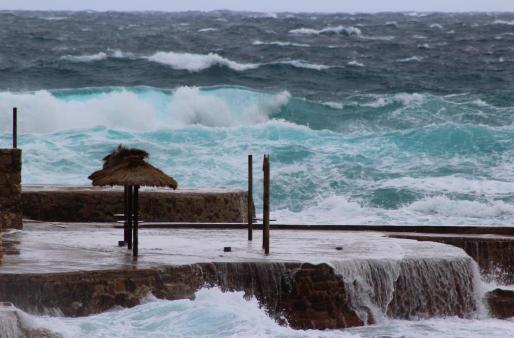 Cala de Sant Vicenç, en medio de un temporal