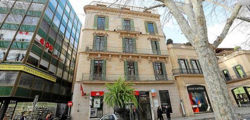 Fachada del edificio del banco de Santander en el Born.