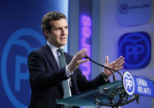 El vicesecretario de Comunicación del Partido Popular, Pablo Casado, durante la rueda de prensa que ofreció este lunes en la sede de Génova tras la reunión del Comite de Dirección del Partido Popular.