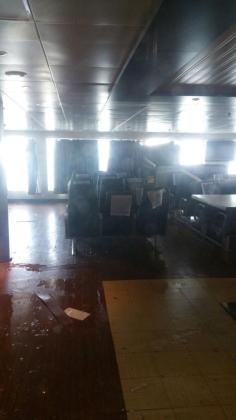 Vista de una de las zonas del barco tras el temporal.
