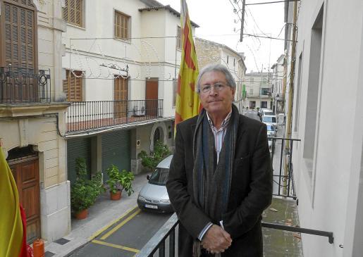 Tomàs Campaner en ayer en el balcón de la casa consistorial de Llubí.