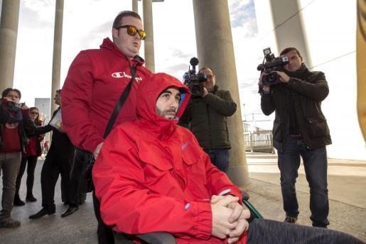 Andrés no ha querido hacer declaraciones a los numerosos medios de comunicación que le esperaban en la puerta de la Ciudad de la Justicia.